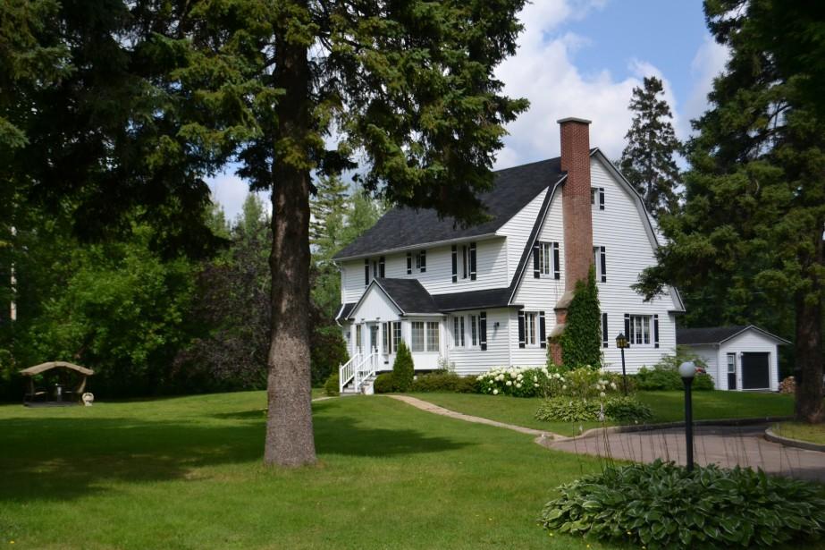La deuxième maison des cadres supérieurs. On peut remarquer sa superficie et son immence terrain. (Claudie Laroche)