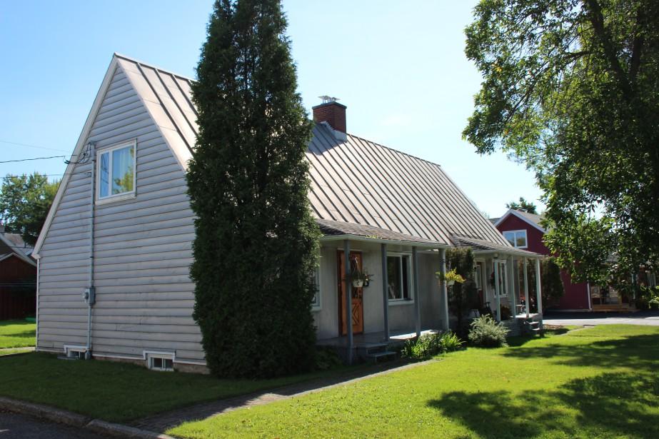 Maison en aluminium (parement et toiture) du quartier Saint-Jacques. (Mélissa Bradette)