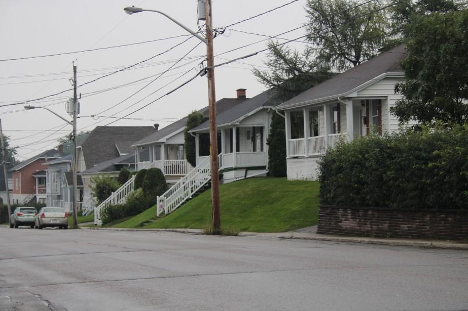 Les maisons de la 4e Avenue se distingue par leur escalier en façade menant jusqu'à la rue. (Mélissa Bradette)