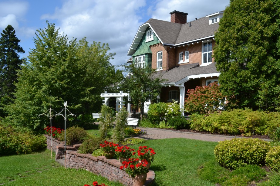 La Villa Price, la «guest house» de la compagnie, était à l'origine la maison du gérant de la papeterie, le Major Edward Flynn. Aujourd'hui, ce chef-d'oeuvre architectural mariant architecture normande et style Néo-Tudor abrite le restaurant Villa Pachon. (Mélissa Bradette)