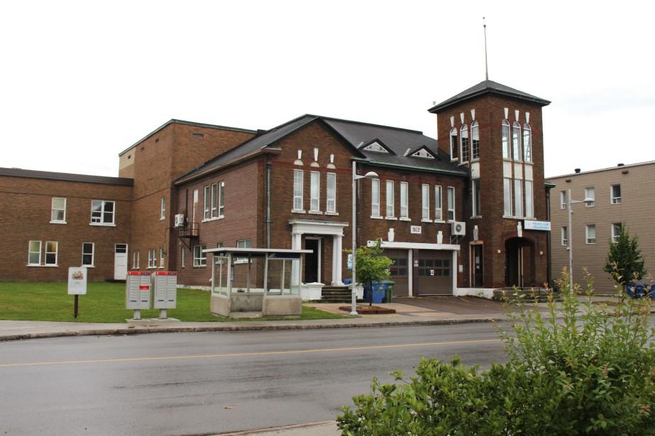 L'hôtel de ville de Kénogami fut érigé en 1917. Puis, on procéda à l'agrandissement du bâtiment en 1921. L'apparence actuelle de l'édifice date de 1932. (Mélissa Bradette)
