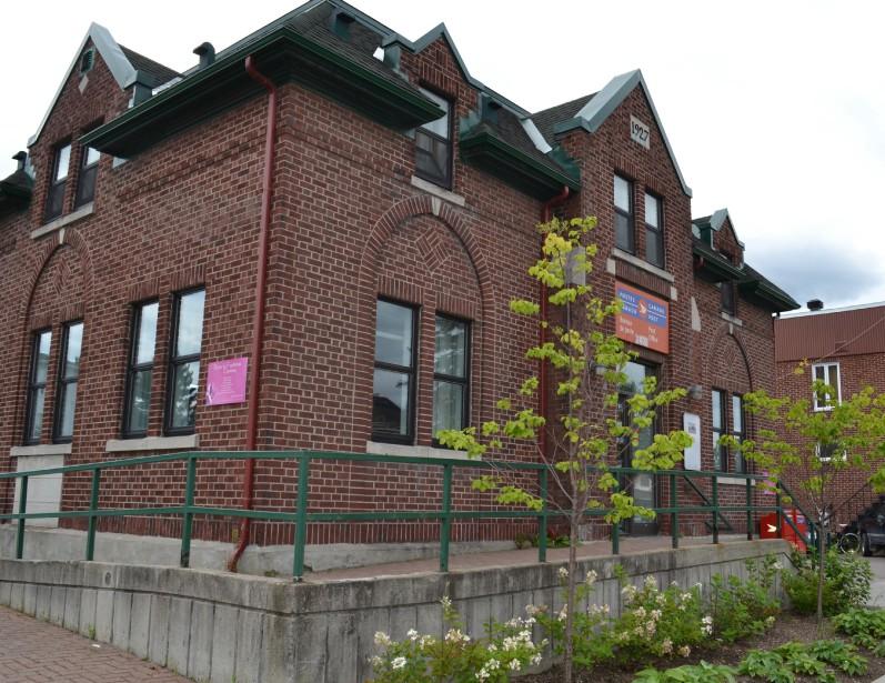 Construit en 1927, le bureau de poste porte la signature de l'architecte Alfred Lamontagne. (Mélissa Bradette)