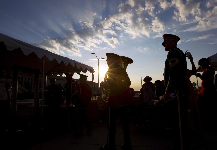 Des membres de l'armée américaine arrivent au Pentagone avant la cérémonie pour marquer le 15e anniversaire des attaques. (AFP)
