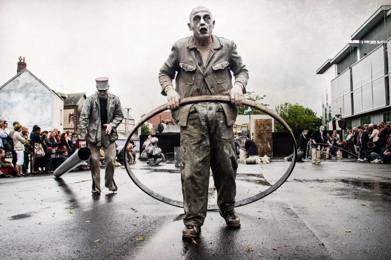 La compagnie française de théâtre de rue Kumulus... (PHOTO VINCENT VANHECKE, FOURNIE PAR LES ESCALES IMPROBABLES)