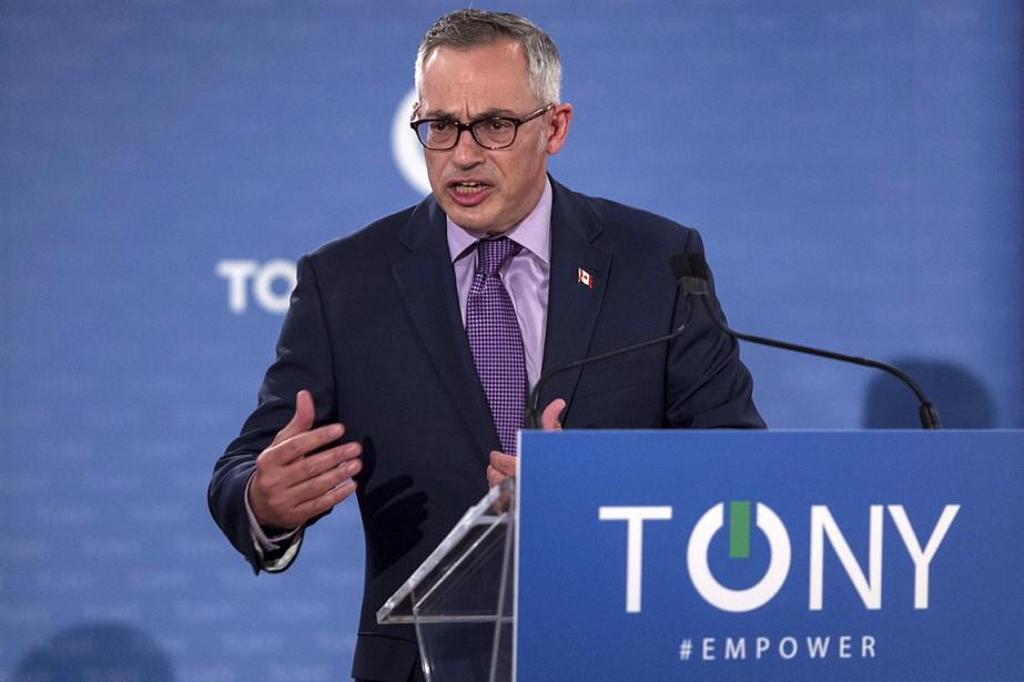 Tony Clement, en juillet.... (Photo Chris Young, archives La Presse canadienne)