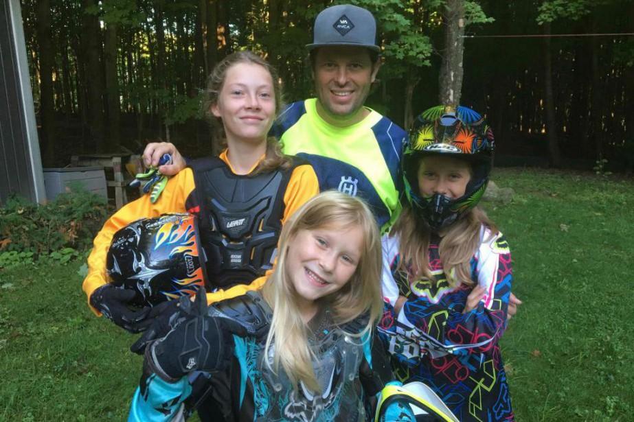 Jasmin Dumas et ses filles Kes, Jaia et... (PHOTO FOURNIE par la famille)