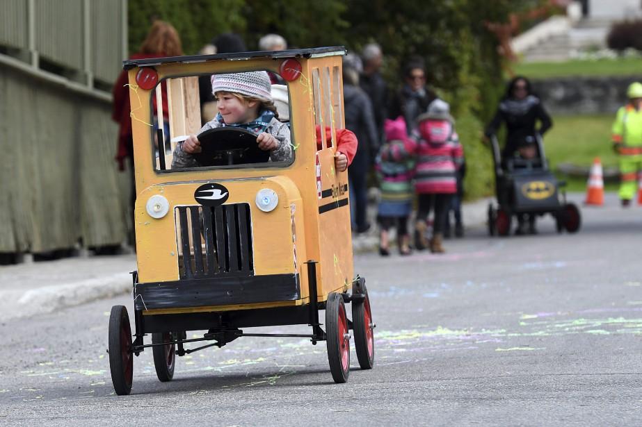 Des enfants ont vécu des moments de pur bonheur, hier après-midi à Jonquière, lorsqu'ils ont participé à la course de boîtes à savon organisée par les travailleurs d'Elkem métal. (Photo Le Progrès-Dimanche, Rocket Lavoie)