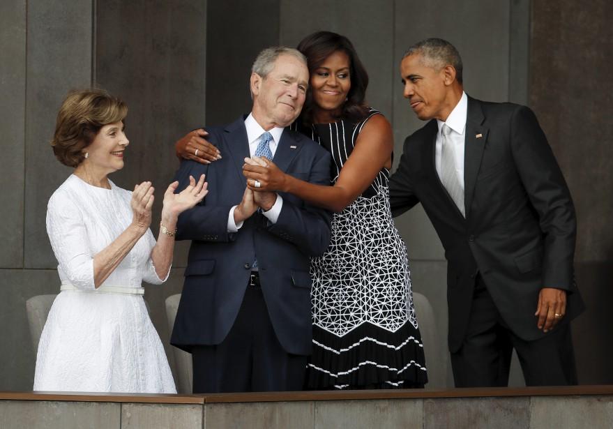 George W. Bush et sa femme Laura étaient présents en compagnie de Barack et Michelle Obama. (AP, Pablo Martinez Monsivais)