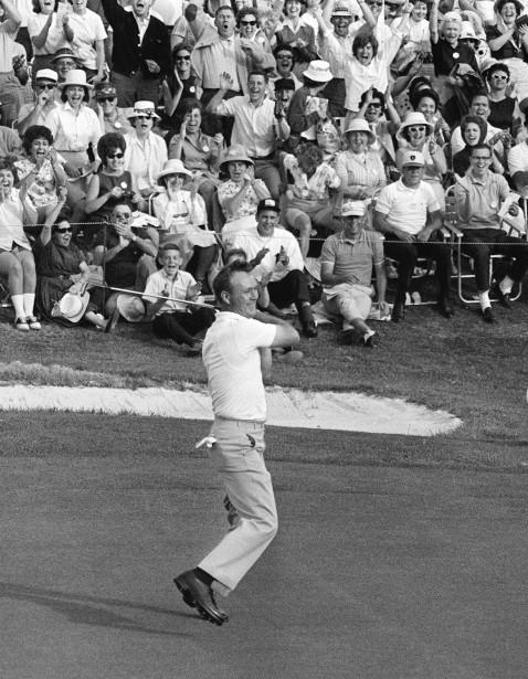 Arnold Palmer lors de sa quatrième victoire au Tournoi des Maîtres en 1964. (Photo archives AP)
