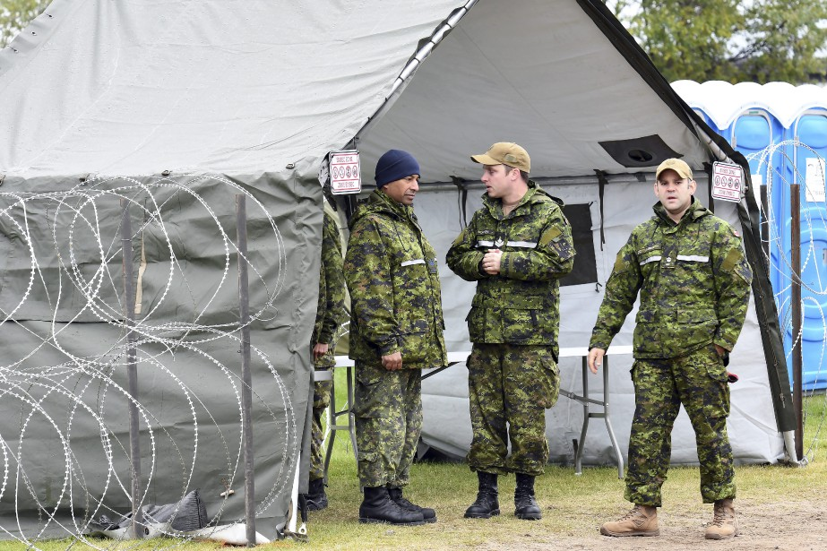 Jusqu'à la fin de la mission le 28 septembre, les militaires ont simulé quotidiennement les opérations d'évacuation. (Photo Le Quotidien, Rocket Lavoie)
