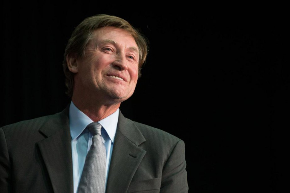 Wayne Gretzky est l'ambassadeur des célébrations du 100e... (PhotoChris Young, La Presse Canadienne)