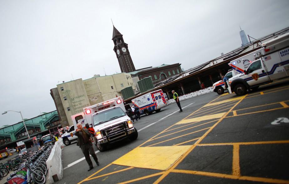 Les services se sont déployés en grand nombre aux abords de la gare. (photo  Kena Betancur, AFP)