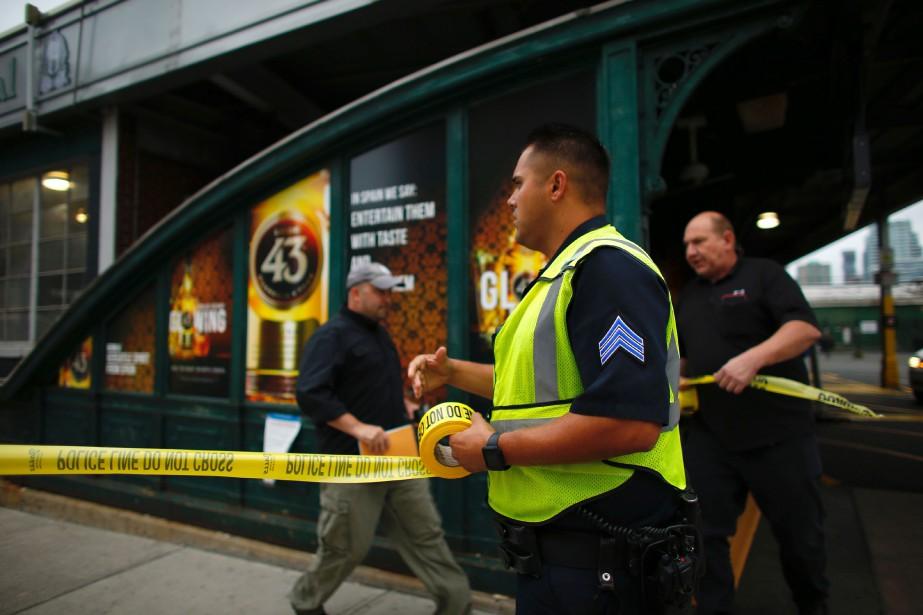À leur arrivée sur les lieux du drame, les services de secours ont rapidement sécurisé la scène et interdit l'accès au public à la gare de Hoboken. (photo  Kena Betancur, AFP)