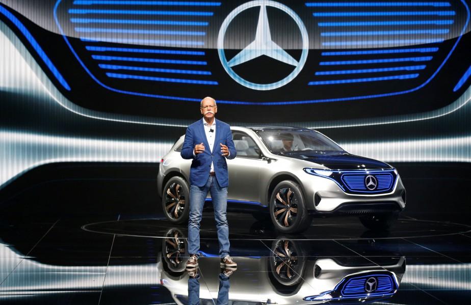 Dieter Zetsche, le patron de Daimler et pdg de Mercedes-Benz, lors de sa conférence de presse au lancement de la Mercedes EQ électrique. (REUTERS)