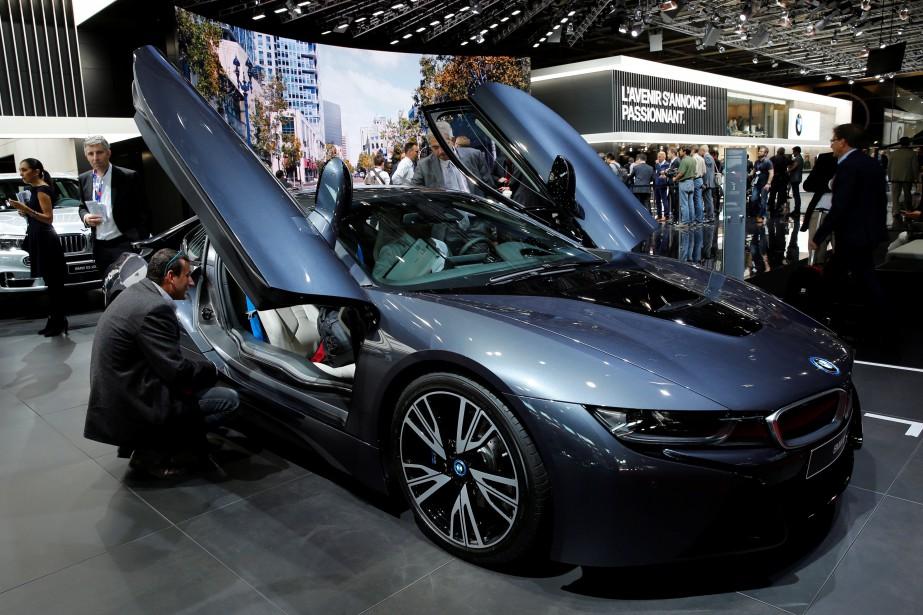La BMW i8 n'est pas à proprement parler une nouveauté, mais elle ne passe pas inaperçue, même dans un salon de l'auto. (REUTERS)