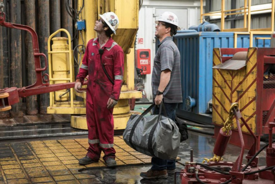 Dylan O'Brien et Mark Wahlberg dans Deepwater Horizon... (Photo David Lee,fournie par Summit Entertainment)