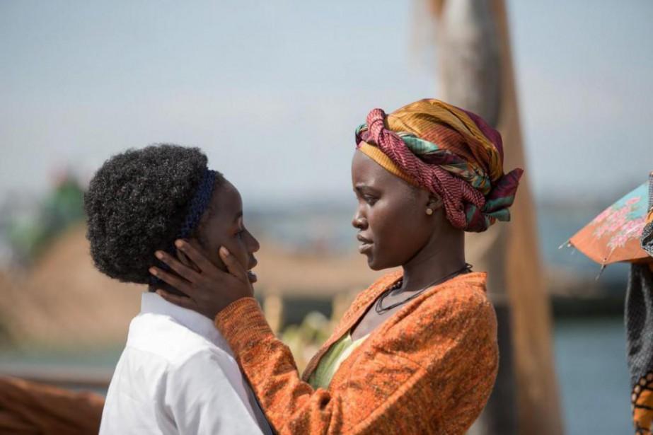 Madina Nalwanga et Lupita Nyong'o dans Queen of... (Photofournie par Disney)