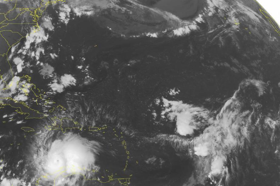 Dans son dernier bulletin de 5h, le NHC... (Image AP/fournie par le centre américain de surveillance des ouragans)