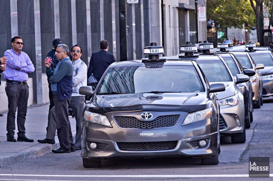 Quelques dizaines de chauffeurs de taxi se sont... (Archives La Presse, Patrick Sanfaçon)