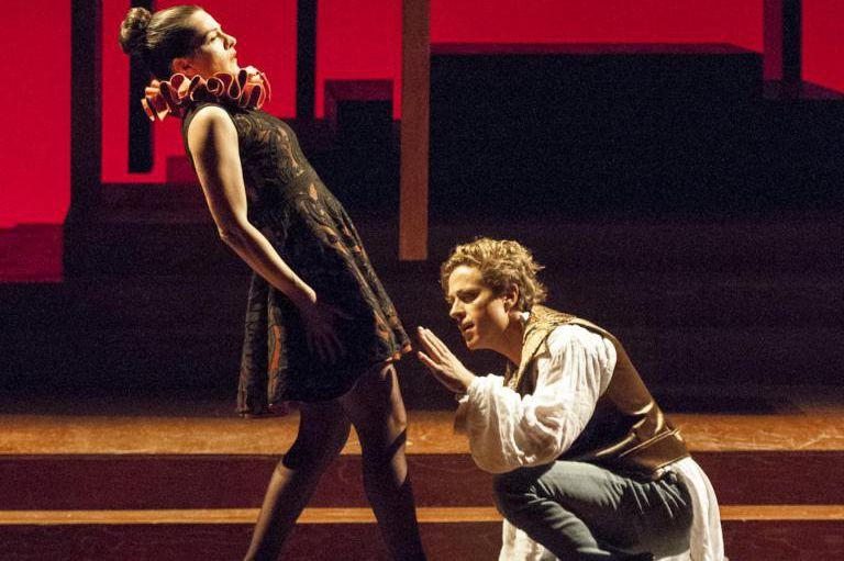 Sophie Cadieux et Renaud Lacelle-Bourdon forment des amoureux... (Photo Gunther Gamper, fournie par le Théâtre Denise-Pelletier)