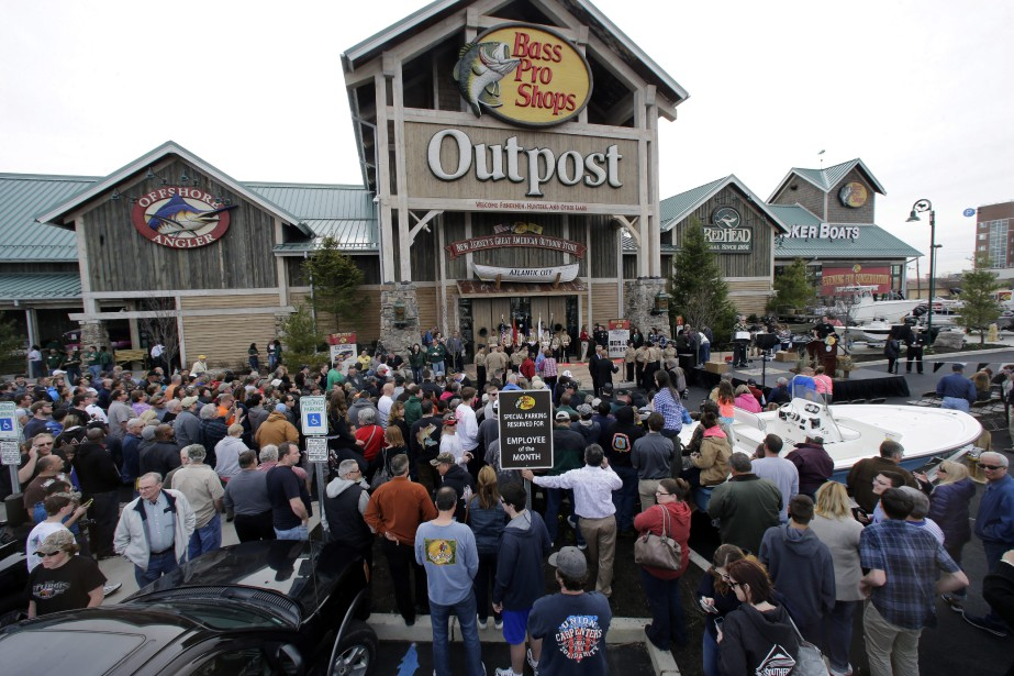 Bass Pro Shops versera aux actionnaires de Cabela's... (AP)
