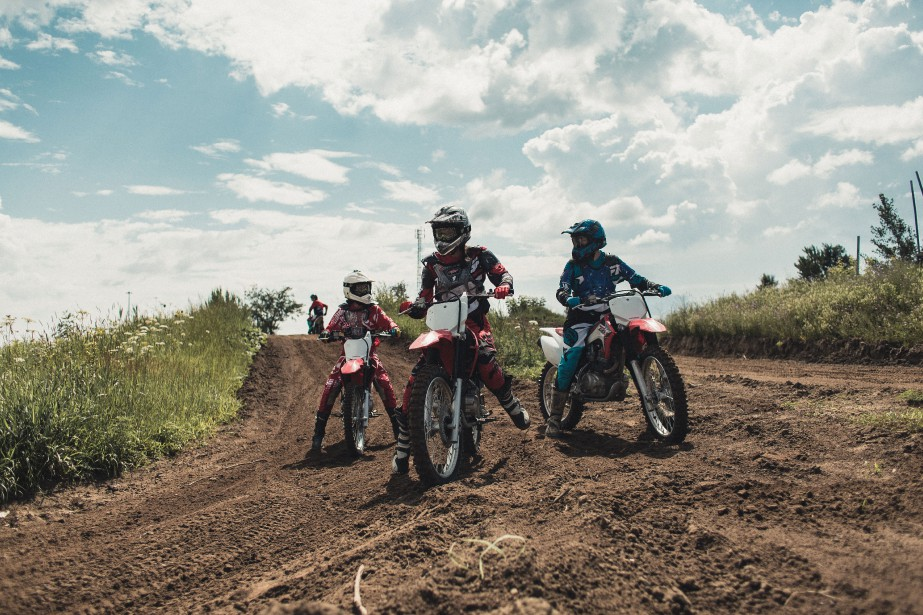 En plus de l'aspect social, les Litas de MontréŽal organisent plusieurs activitŽés moto rŽéservéŽes aux filles, comme une journŽée de formation de motocross au centre X-Town, àˆ Mirabel. (PHOTO CHARLES-ƒÉTIENNE PASCAL, FOURNIE PAR ONELAND.)