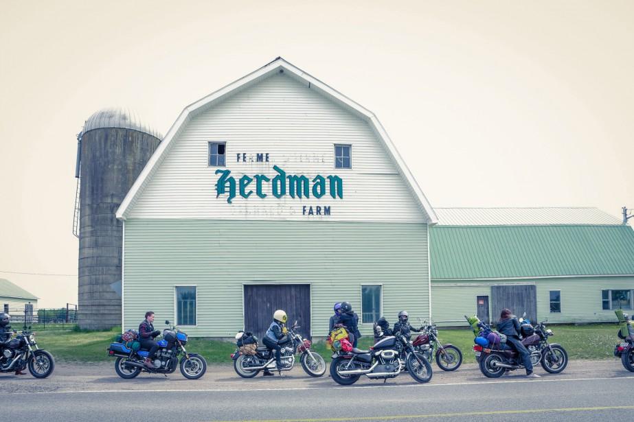 En mai dernier, 10 filles membres<em>Les Litas</em>de MontrŽéal ont mis le cap sur Narrowsburg, dans l'ƒÉtat de New York, pour participer au Babe's Ride Out East Coast, une rencontre annuelle réŽservéŽe aux femmes motocyclistes. (PHOTO JOSɃE LECOMPTE, FOURNIE PAR ONELAND.)