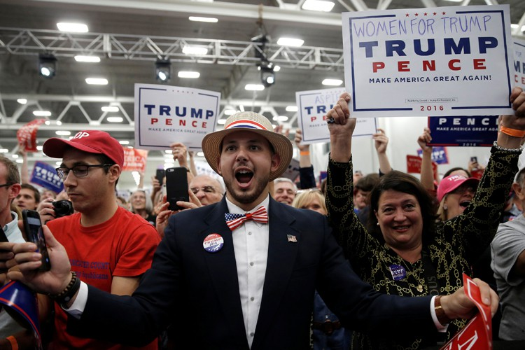 Des partisans de Donald Trump rassemblés à Manheim,... (PHOTO REUTERS)