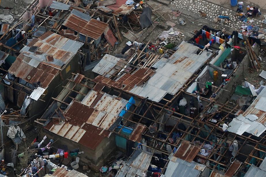 Des maisons détruites à Jérémie, en Haïti. (Photo Carlos Garcia Rawlins, Reuters)