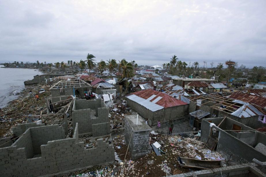 Des maisons ont été endomagées ou détruites aux Cayes. (Photo Dieu Nalio Chery, Associated Press)