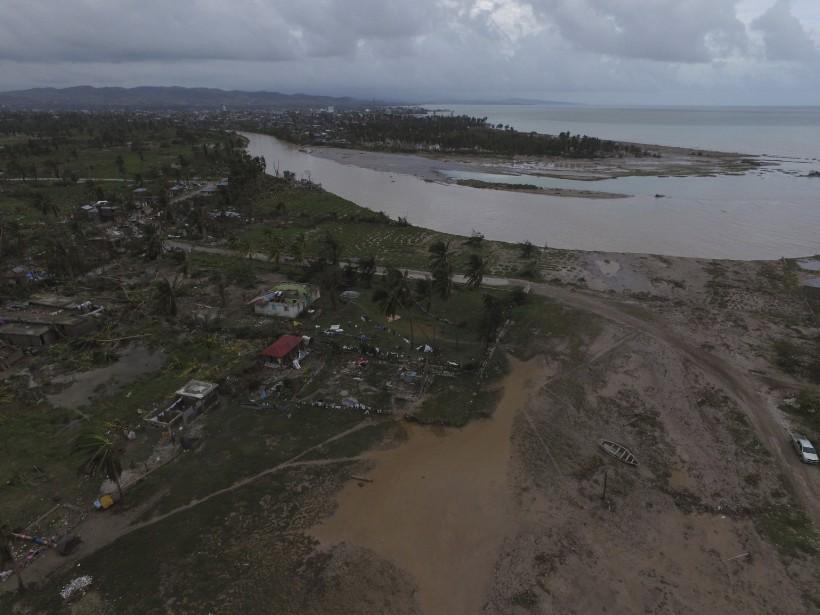 Vue aérienne des dégâts dans le quartier Sous Roche de la région Des Cayes (AFP, Nicolas GARCIA)