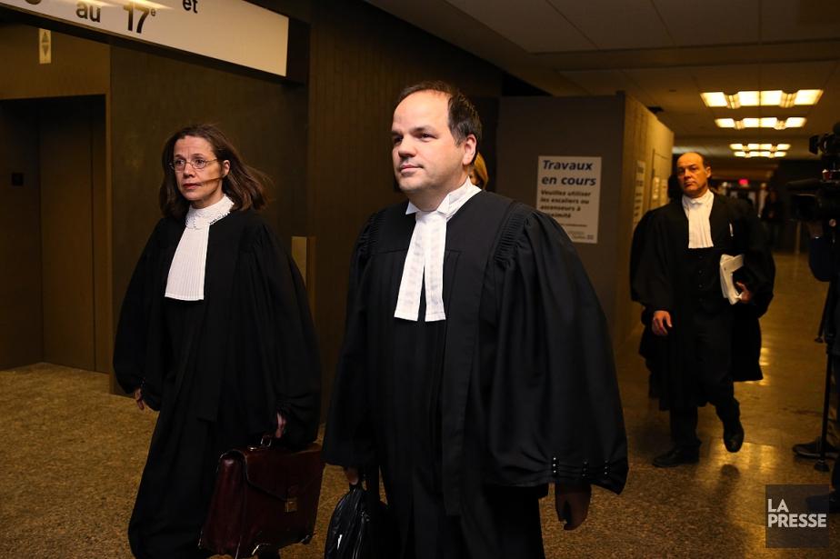 L'avocat Alexandre Bergevin (en avant-plan à droite) représente... (PHOTO Martin Chamberland, ARCHIVES LA PRESSE)