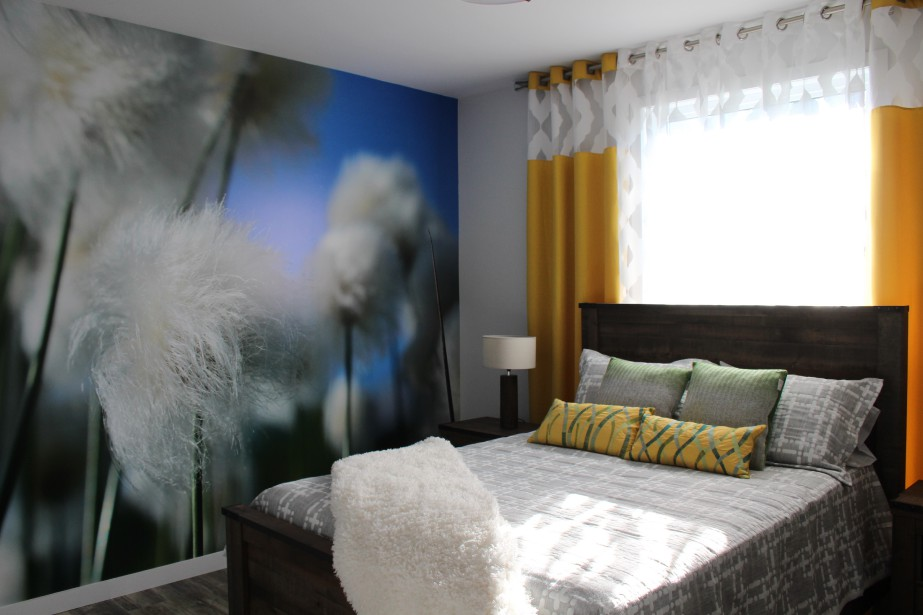 La photo murale de la chambre principale, une réalisation de Lettrage GD, constitue l'élément clé qui donne tout le cachet au décor de cette pièce. (Mélissa Bradette)