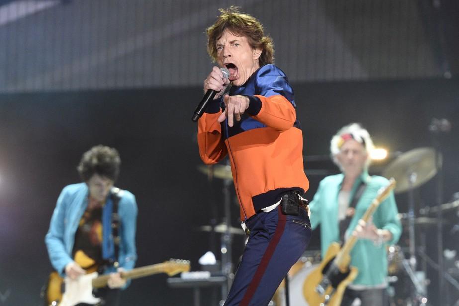 Les Stones ont une nouvelle fois démontré leur énergie phénoménale, vendredi, en particulier Mick Jagger qui a déchaîné les spectateurs avec ses déhanchements caractéristiques malgré ses 73 ans. (AP, Chris Pizzello)