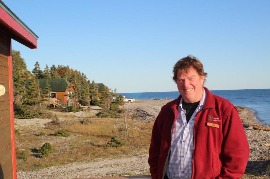 Michel Threlfall, nouveau directeur de Sépaq Anticosti, a annoncé des forfaits de sept jours au lieu de cinq pour les mois de septembre et octobre pour la saison de chasse 2017. (Photo Le Progrès-Dimanche, Roger Blackburn)