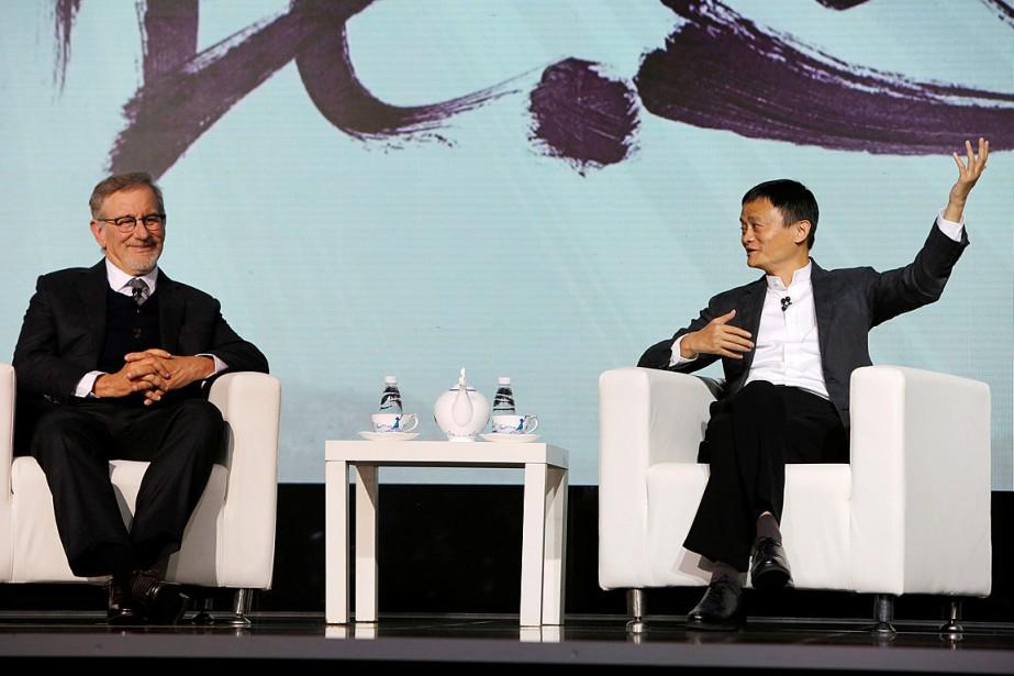 Le réalisateur Steven Spielberg (à gauche) et le... (Photo Shirley Feng, REUTERS)