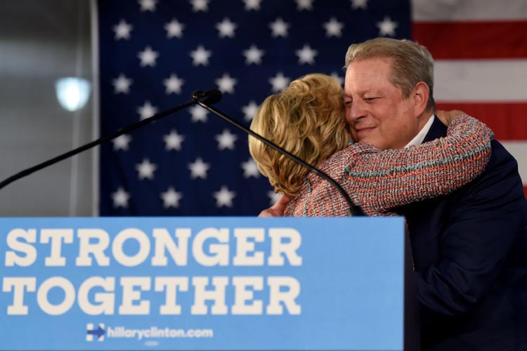 L'ancienne Première dame a chaleureusement accueilli Al Gore,... (AFP)