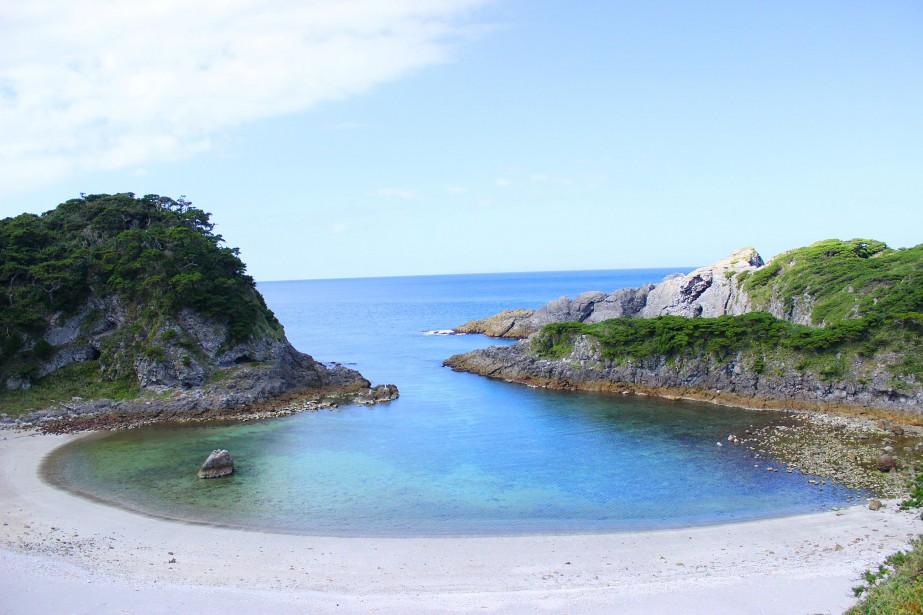 Vue sur la baie turquoisedu belvédère Kanbiki. (Crédit photo: Sarah-Émilie Nault)