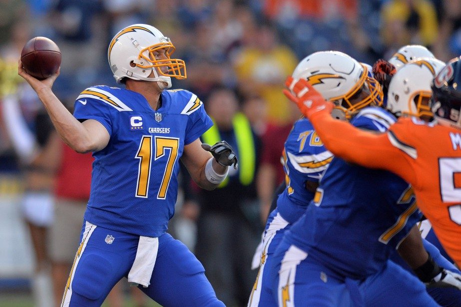 Philip Rivers (17) a doublé Dan Fouts pour le... (Photo Jake Roth, USA Today Sports)