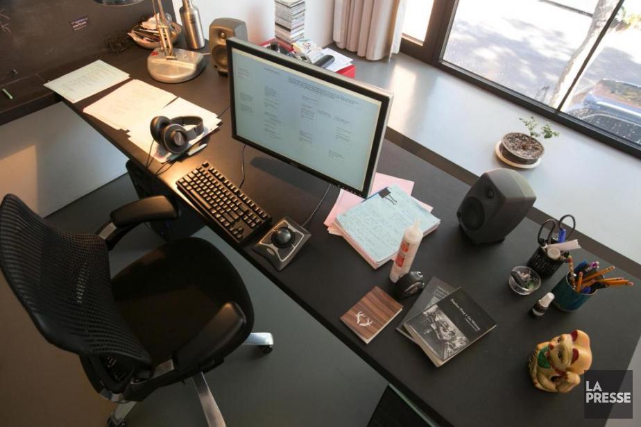 Stéphane Bourguignon «essaie de garder [son] bureau vide»,... (Photo François Roy, La Presse)