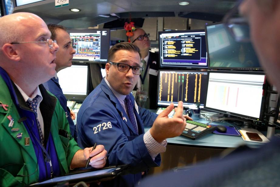 Wall Street a terminé en légère baisse lundi, les... (PHOTO REUTERS)