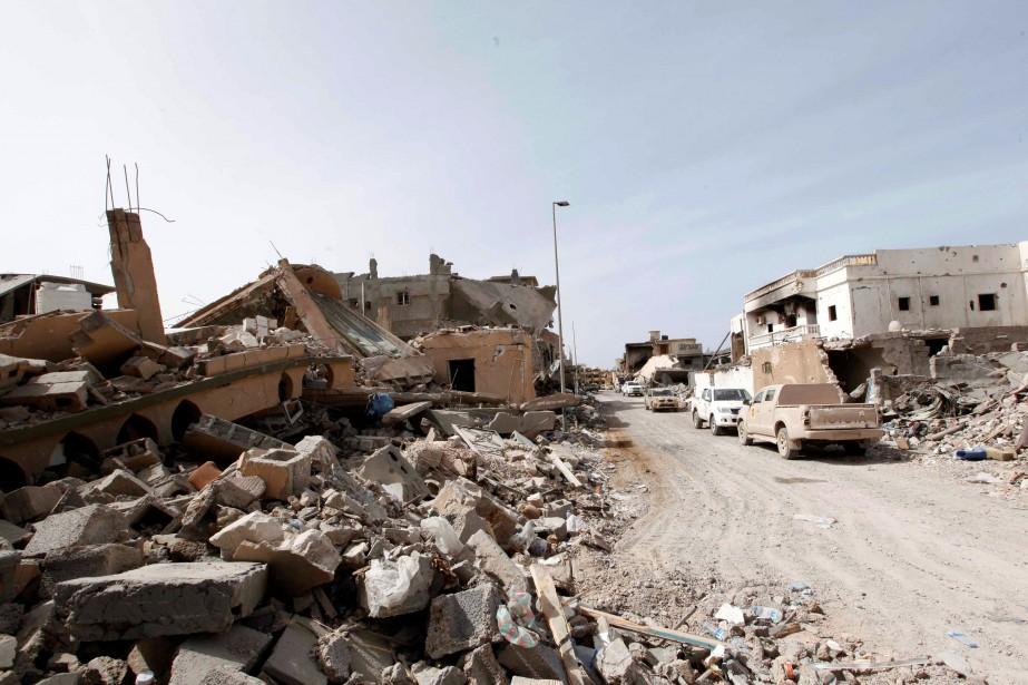 Aujourd'hui, Syrte est une ville fantôme, privée d'électricité... (PHOTO ISMAIL ZITOUNY, REUTERS)