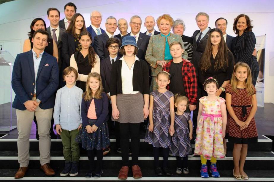 Jacqueline Desmarais entourée de sa famille, d'amis et... (Photo fournie par la Fondation CHU Sainte-Justine)