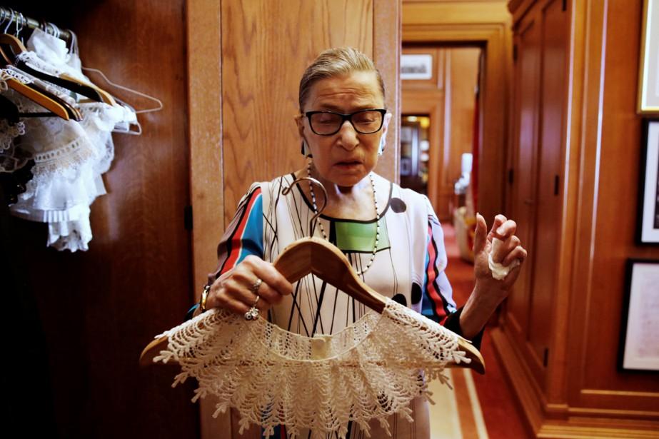 Ruth Bader Ginsburg, c'est aussi un look suranné... (photo Jonathan Ernst , archives REUTERS)