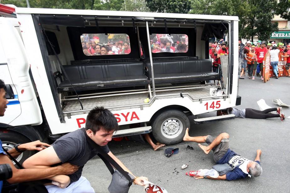 Un véhicule de police qui avait opéré une... (photo AFP)