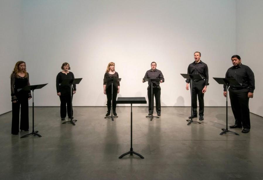 Six chanteurs d'opéra interprétant Dougà la Contemporary Art... (Photo SITE Photography, fournie par la Biennale de Montréal)
