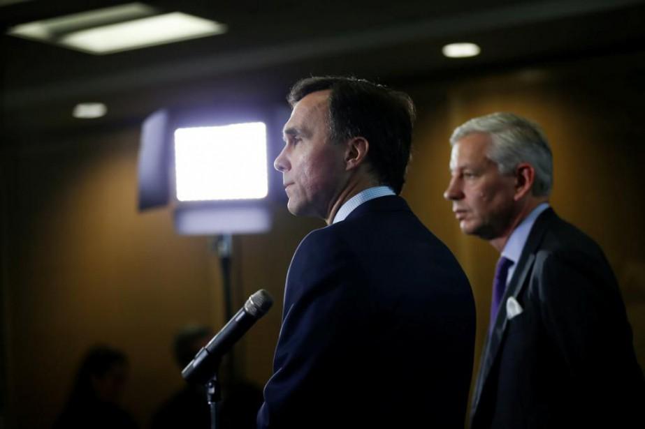Le ministre des Finances, Bill Morneau, et Dominic... (PHOTO REUTERS)
