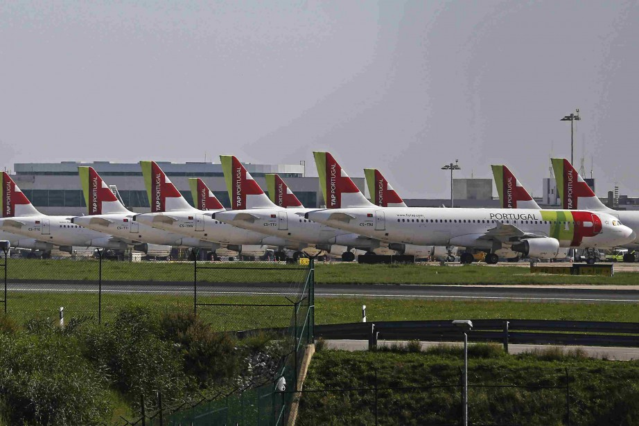 Des appareils de la compagnie TAP à l'aéroport... (Photo Reuters)