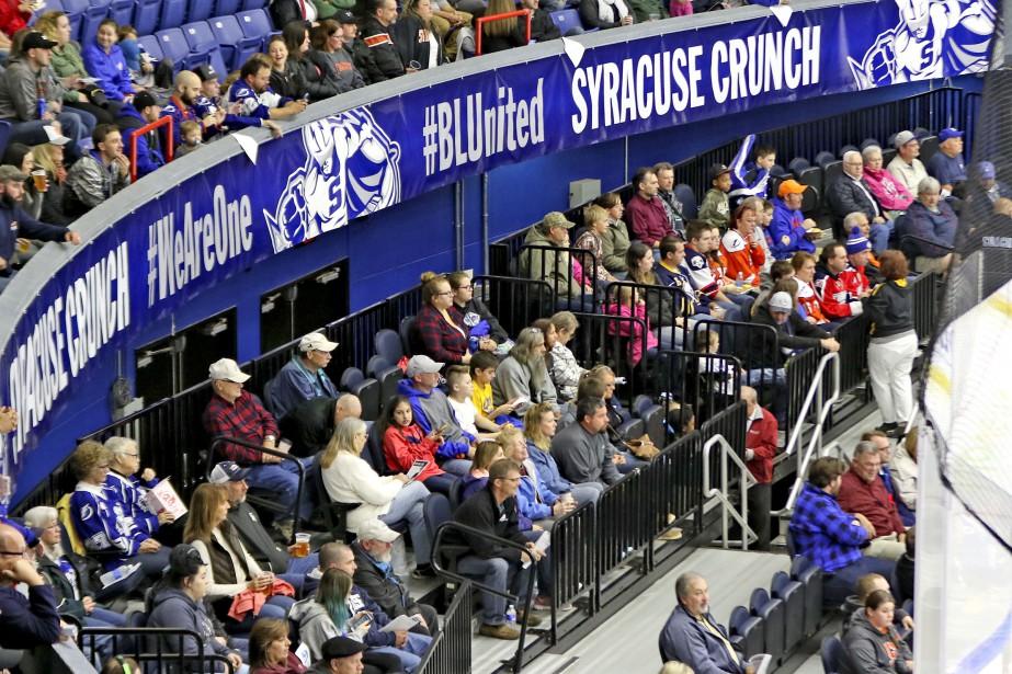 Le War Memorial Arena peut accueillir un peu plus de 6000 partisans pour le hockey. Il a ouvert ses portes en 1951. (PATRICK WOODBURY, LeDroit)