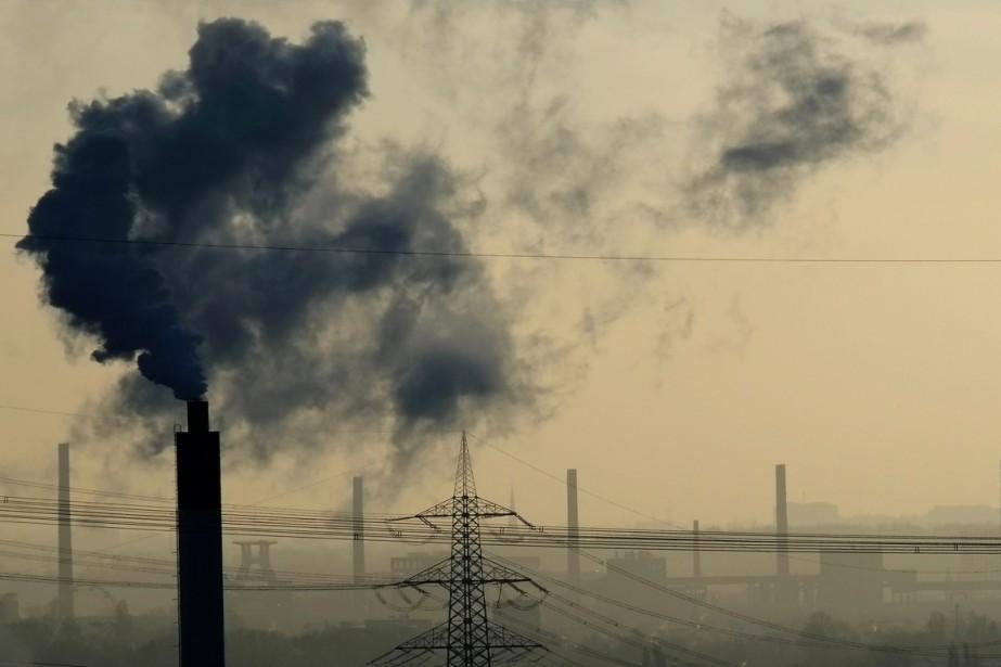 Et si les émissions de dioxyde de... (photo PATRIK STOLLARZ, archives AFP)